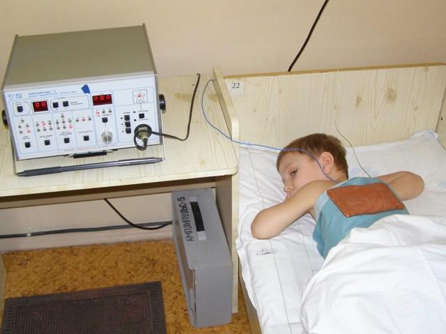 Боль в шее у ребенка: причины, симптомы, лечение, что делать