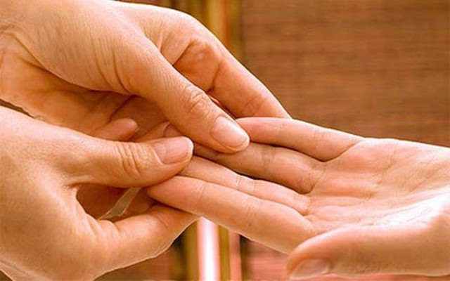 Судороги в руках: причины, лечебные меры, профилактика