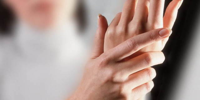 Немеет средний палец: причины и лечебные мероприятия