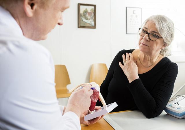 Ушиб ключицы: симптомы, первая помощь, лечение