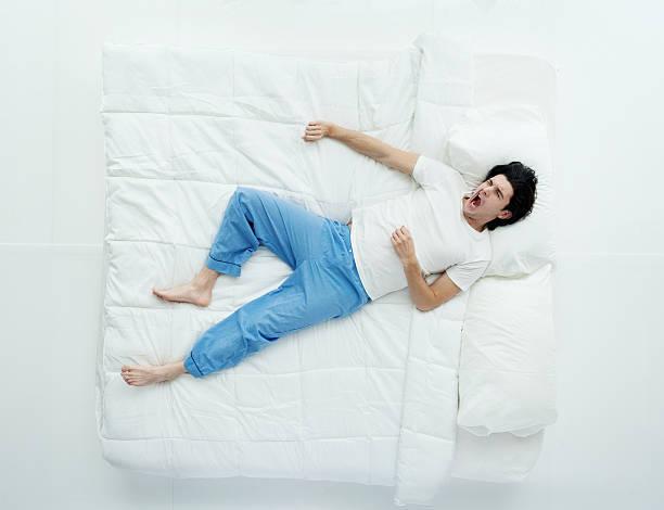 Болит спина после сна — причины и лечебные меры