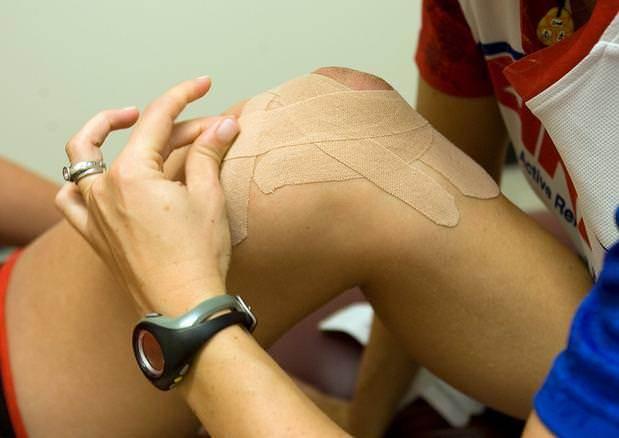 Правила тейпирования колена и отзывы об эффективности
