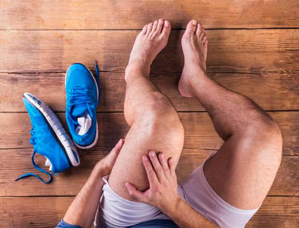 Воспаление коленного сустава: причины, лечение, симптомы