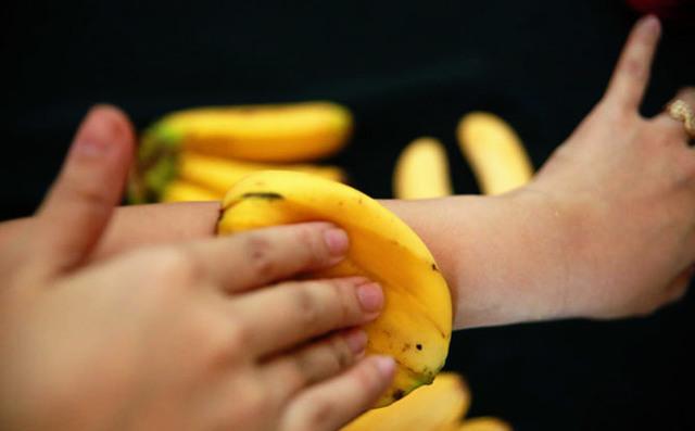 Банановая кожура от синяков: польза, применение
