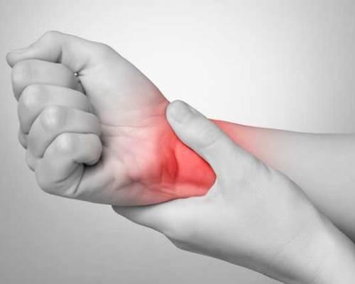Болят кисти рук к какому врачу обращаться