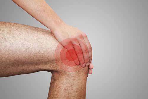 Ноет колено в состоянии покоя: причины и лечение