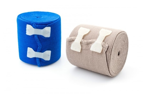 Эластичный бинт при растяжении связок коленного сустава