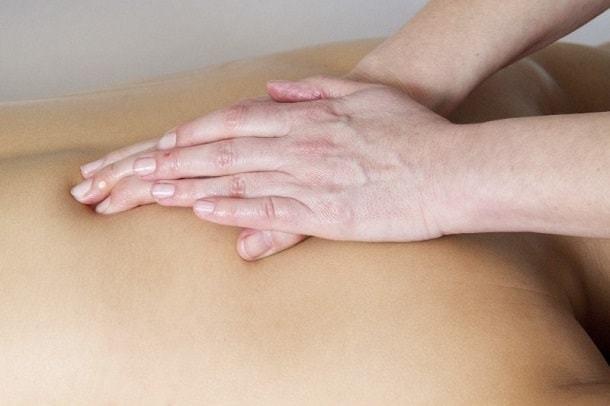 Болит шея сзади у основания черепа: причины, лечение