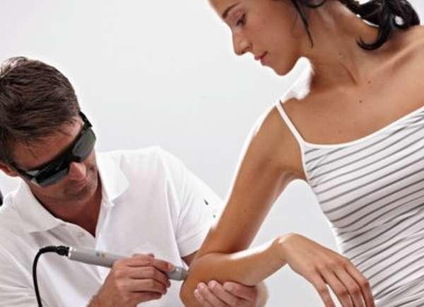 Первая помощь при вывихе локтевого сустава