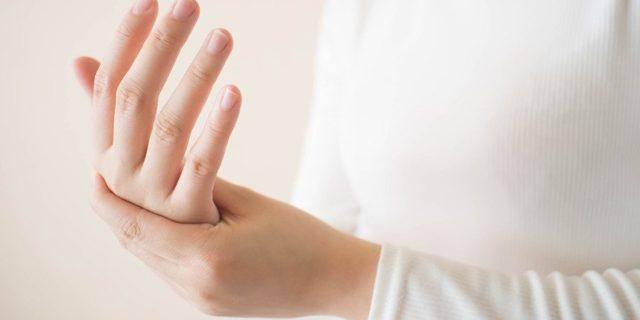 Болят ладони правой и левой руки: причины, лечение