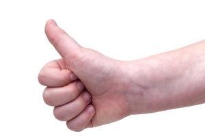 Перелом большого пальца руки: симптомы и лечение