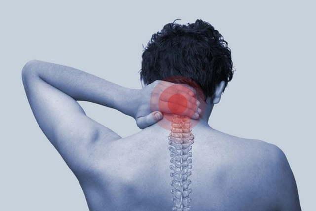 Болит шея сзади: причины, лечение и профилактика