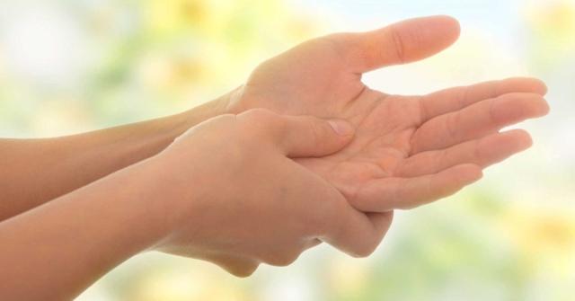 Онемение пальцев рук: причины и методы лечения