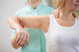 Ушиб предплечья: симптомы, первая помощь, лечение