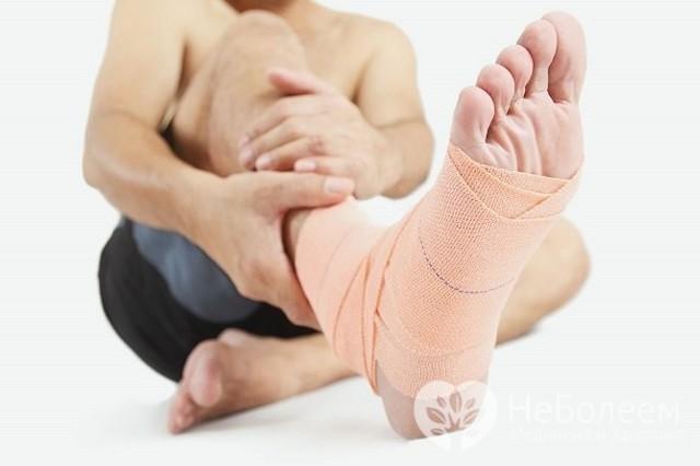 Ушиб стопы: причины, симптомы, лечение, первая помощь