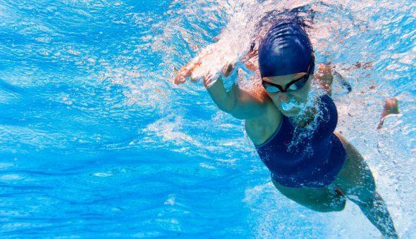 Упражнения в бассейне при шейном остеохондрозе