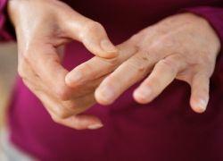 Почему немеет указательный палец: причины и лечение