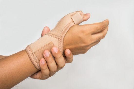 От чего немеют кисти рук и пальцы