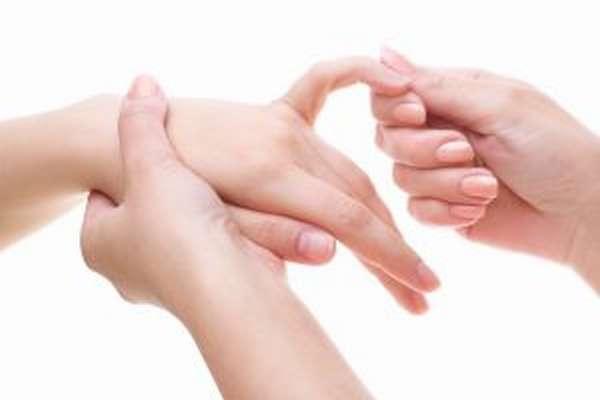 Разрыв сухожилия на пальце руки: лечение и симптомы