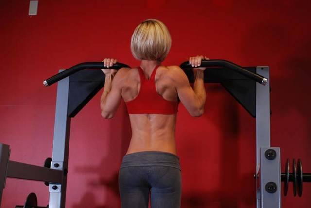 Плавание, тренировки в тренажерном зале при сколиозе. Упражнения для укрепления спины, фитнес и бодибилдинг при сколиозе. Можно ли делать планку при сколиозе?