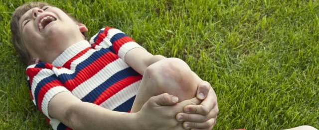 Боль в колене сбоку с внешней стороны: причины и лечение