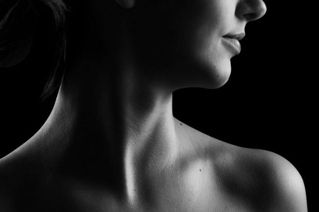 Болит шея с правой стороны: причины и лечебные мероприятия