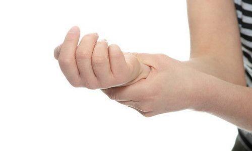 Ушиб ладони: симптомы, первая помощь, лечение