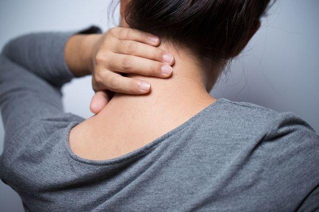 Немеет шея: причины, заболевания и лечебные меры