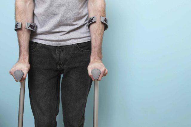 Нужно ли оперативное лечение перелома шейки бедра?