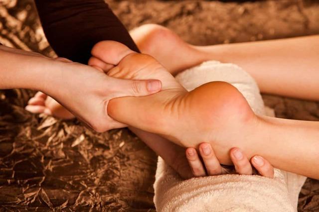 Как делать самомассаж ног: виды и противопоказания