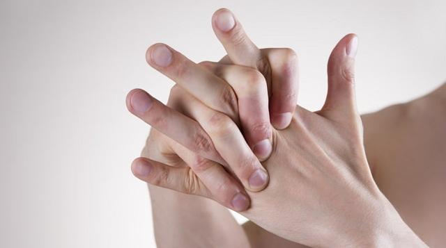 Вреден или нет хруст пальцев