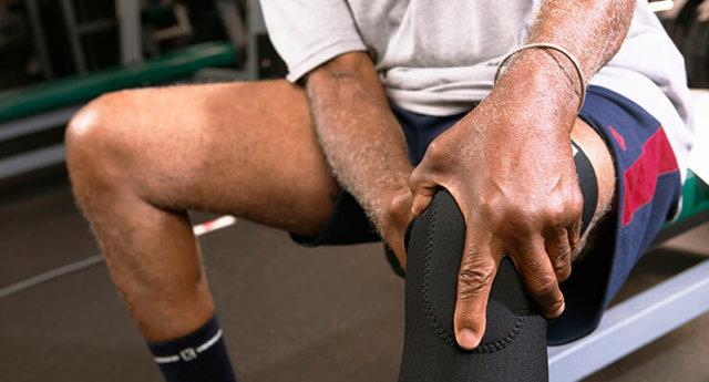 Болит колено при сгибании и разгибании: причины и лечение