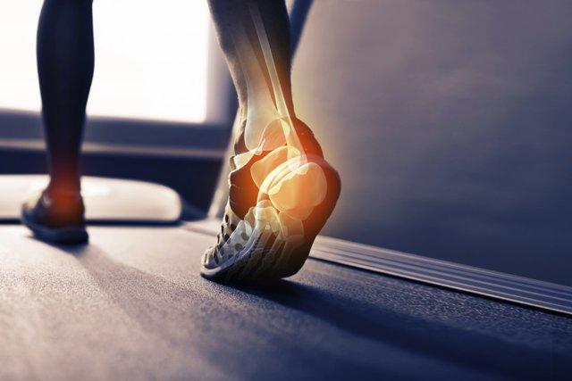 Боль в пятке по утрам или после отдыха: причины, лечение