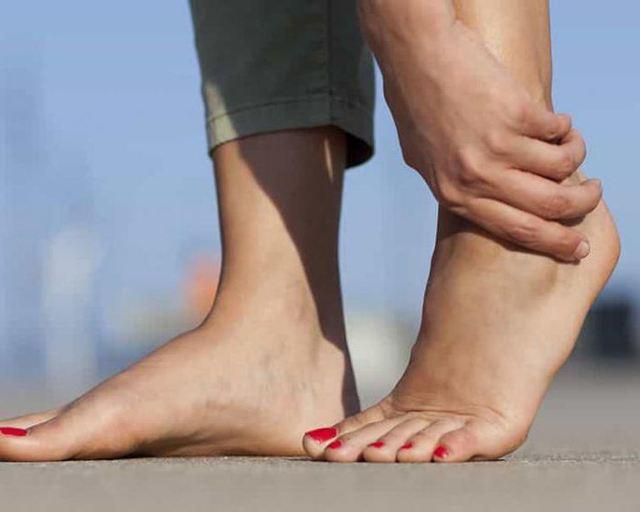 Боль в стопе при ходьбе: причины, лечение и профилактика