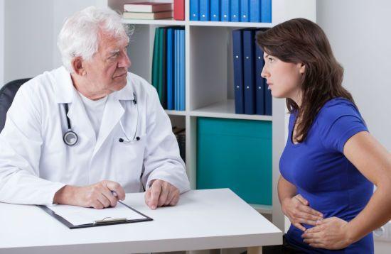 Опоясывающая боль в пояснице: причины и первая помощь