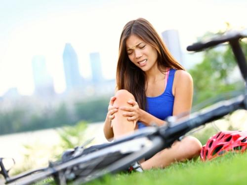 Болит колено когда сидишь: причины, лечение и профилактика