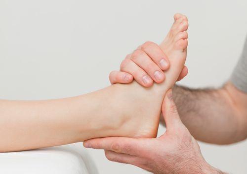Надрыв крестообразной связки коленного сустава: причины и факторы патологии, клиническая картина и описание травмы, первая помощь и дальнейшая терапия