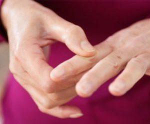 Щелкающий палец — лечение заболевания без операции